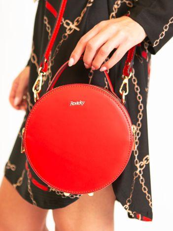 Czerwona okrągła torebka skórzana