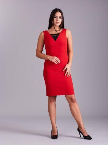 Czerwona ołówkowa sukienka z cekinami