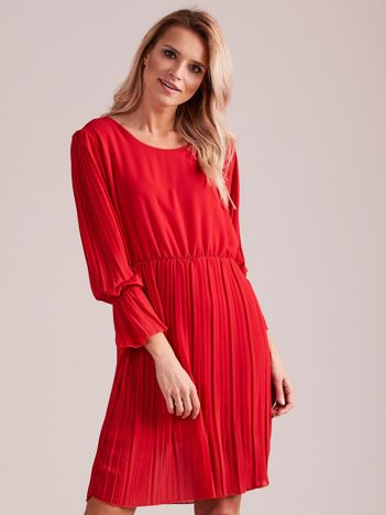 Czerwona plisowana sukienka