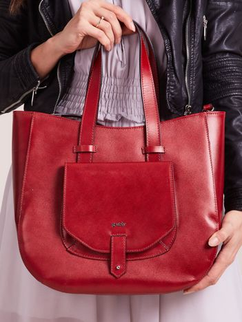 Czerwona skórzana torba z odpinanym paskiem