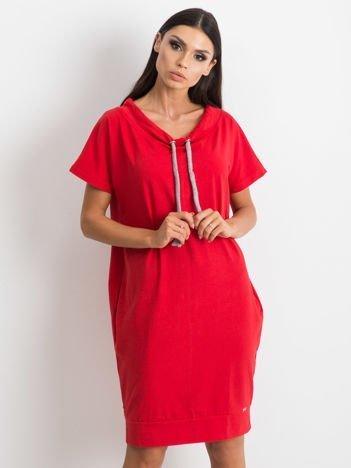 Czerwona sukienka Distinctiveness