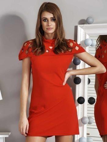 Czerwona sukienka damska z ażurowaniem