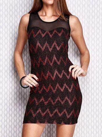 Czerwona sukienka w geometryczne wzory
