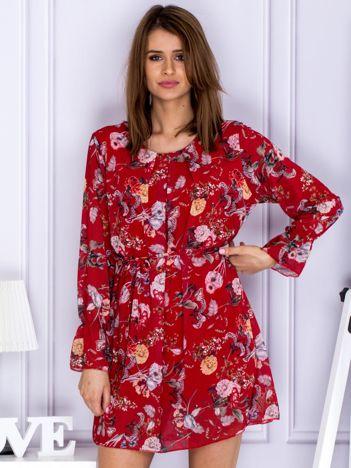 Czerwona sukienka w kwiaty z paskiem