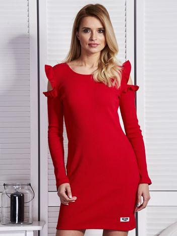 Czerwona sukienka w prążek z falbankami