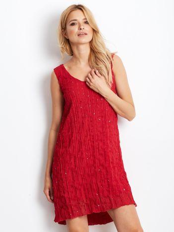 Czerwona sukienka z cekinami i wiązaniem z tyłu