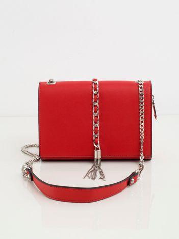 Czerwona torebka na łańcuszku