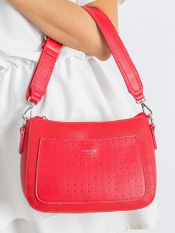 Czerwona torebka z ażurową kieszenią