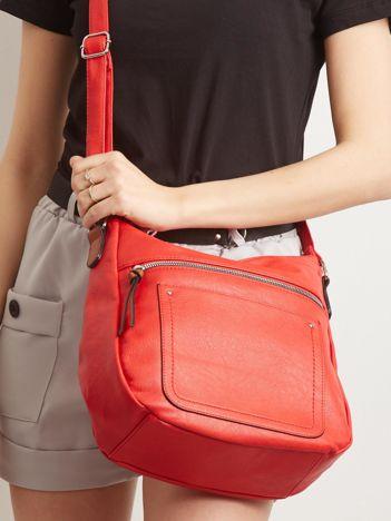 Czerwona torebka z paskiem
