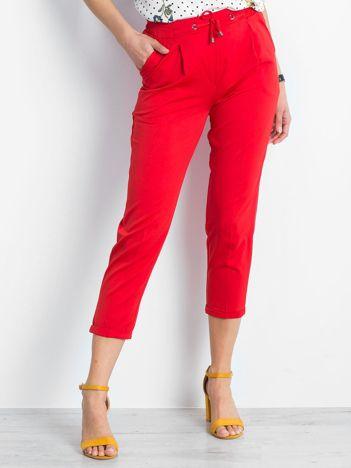 Czerwone spodnie Lawsuit