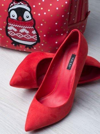 Czerwone zamszowe szpilki z kwadratowym wysokim obcasem, w szpic faux suede