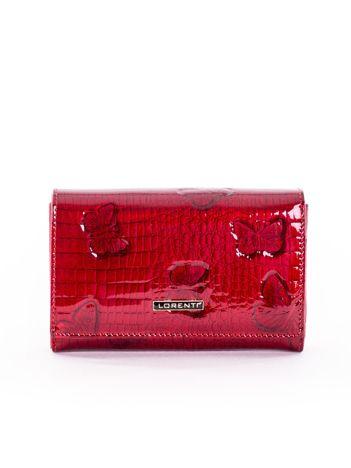 65b8c2b48c960 Czerwony lakierowany portfel z motywem motyli