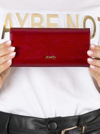 Czerwony portfel skórzany lakierowany