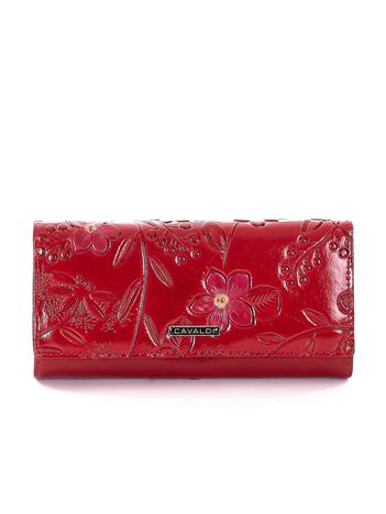 Czerwony portfel w tłoczone kwiaty