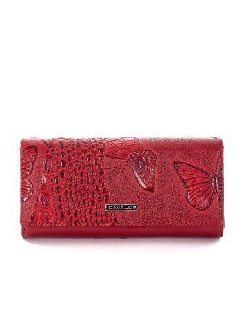 Czerwony portfel w tłoczony zwierzęcy wzór