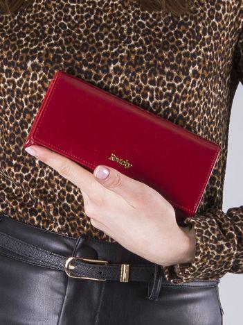 Czerwony poziomy portfel damski