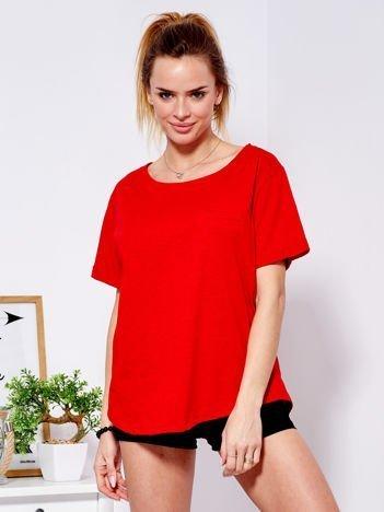 Czerwony t-shirt basic z podwijanymi rękawami