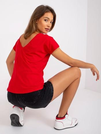 Czerwony t-shirt z dekoltem na plecach