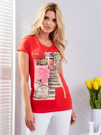 Czerwony t-shirt z fotograficznym nadrukiem