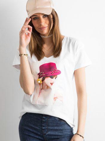 Damski biały t-shirt z aplikacją