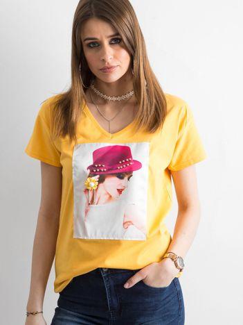 Damski żółty t-shirt z aplikacją
