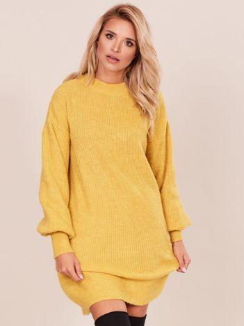 Długi dzianinowy sweter żółty