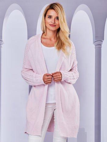 Długi sweter bez zapięcia z kieszeniami jasnoróżowy