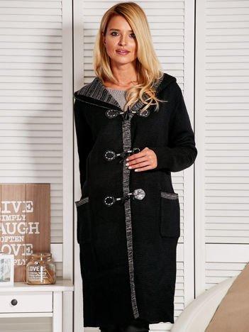 Długi sweter z kapturem na kołeczki czarny