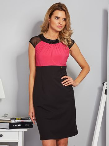 Dopasowana sukienka koktajlowa z szarfą czarno-różowa
