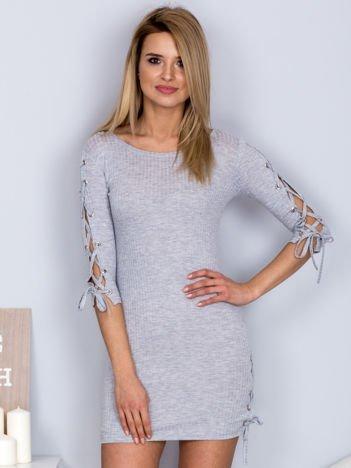 Dopasowana sukienka lace up w szeroki prążek jasnoszara