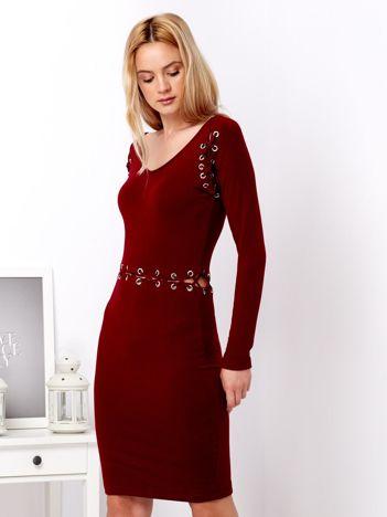 Dopasowana sukienka ze sznurowaniem bordowa