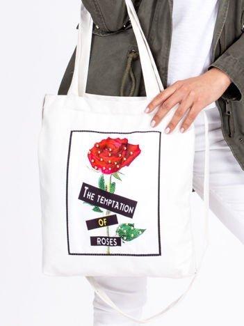 Ecru bawełniana torba z naszywką róży i perełkami