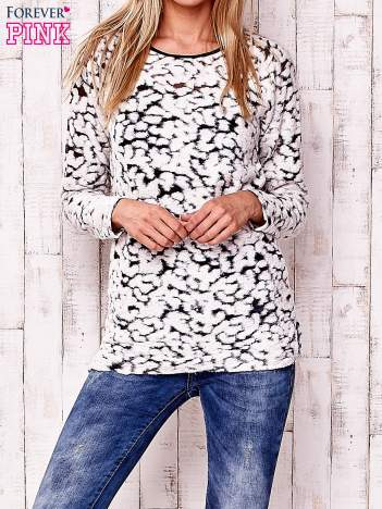 Ecru cienki sweter w abstrakcyjne wzory