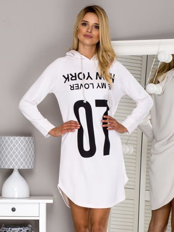 Ecru dresowa sukienka z napisem