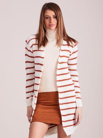 Ecru-jasnobrązowy sweter w paski