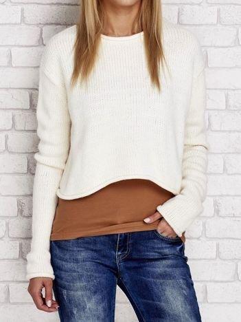 Ecru krótki dziergany sweter
