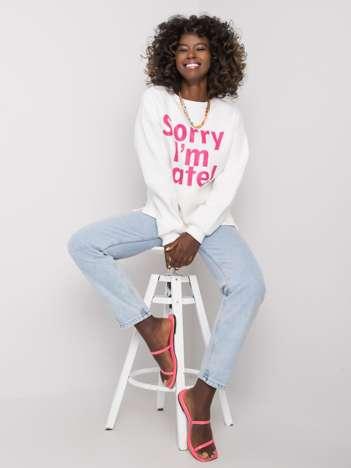 Ecru-różowa bluza z napisem Kailee