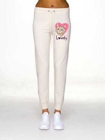Ecru spodnie dresowe z kocim motywem