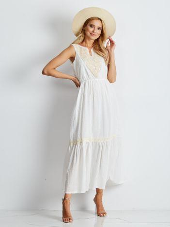 Ecru sukienka maxi z haftowanym dekoltem