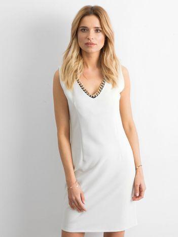 Ecru sukienka o prostym kroju
