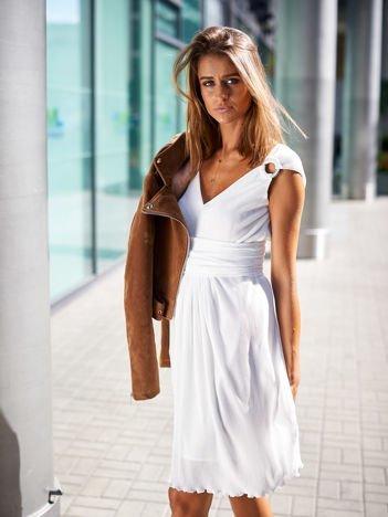 Ecru sukienka w drobne plisy