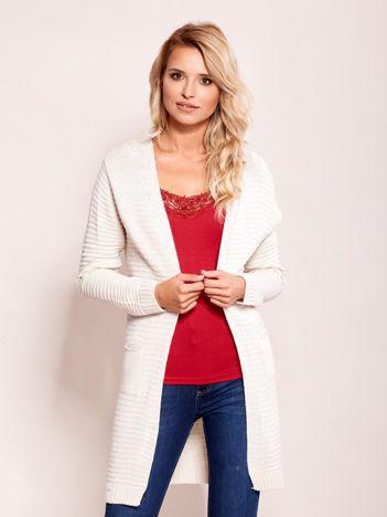 Ecru sweter w prążki