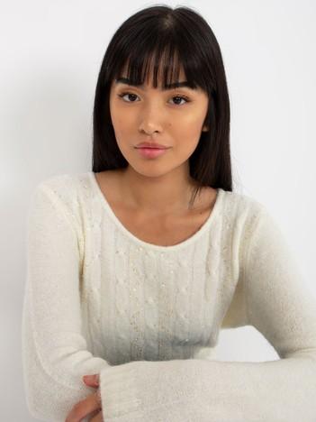 Ecru sweter w warkocze z cekinami
