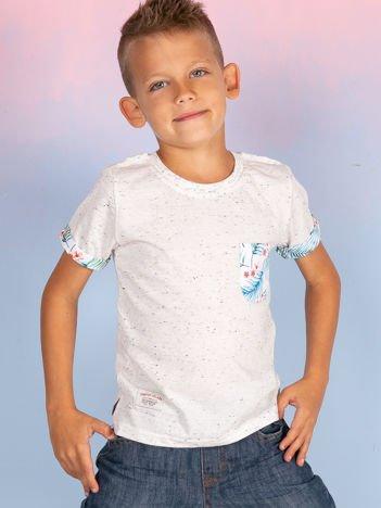 Ecru t-shirt dla dziecka z egzotycznymi motywami