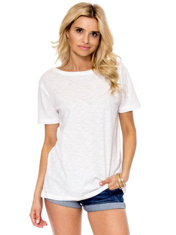 Ecru t-shirt z głębokim dekoltem z tyłu