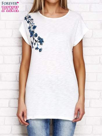 Ecru t-shirt z motywem kwiatowym