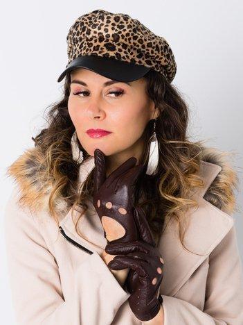 Efektowna czapka damska w panterkę ze skórzanym daszkiem
