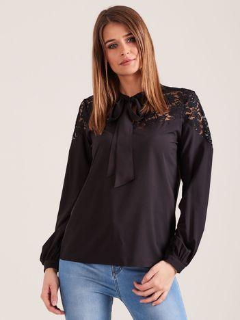 Elegancka bluzka z wiązaniem czarna