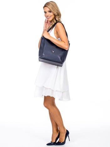 Elegancka granatowa torba z eko skóry z logo