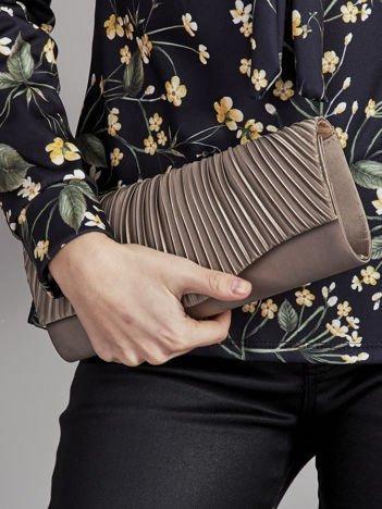 Elegancka kopertówka z ozdobnym plisowaniem khaki